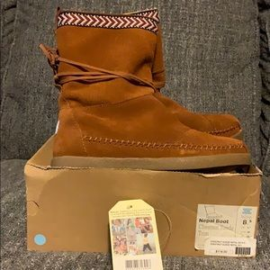 Chestnut brown Moccasin style Tom boots
